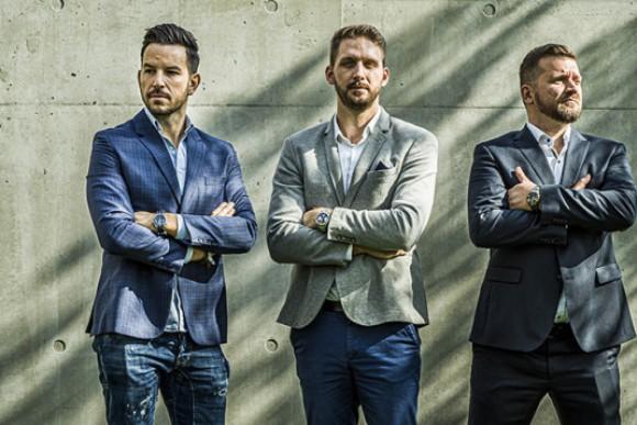 FORBES: Kicsinálja a NAV a számlatömbös trükközést, vállalkozók tízezreit csábítaná magához a magyar fintechcég